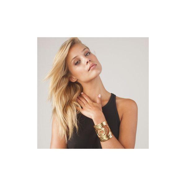 B58054.10 Bracelet JULIE doré à l'or fin 24 carats. Porté par Jeannie Mai