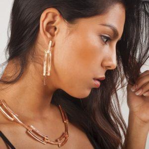 E19000.50 Boucles d'oreilles dorées à l'or rose 24 carats avec pendentif texturé