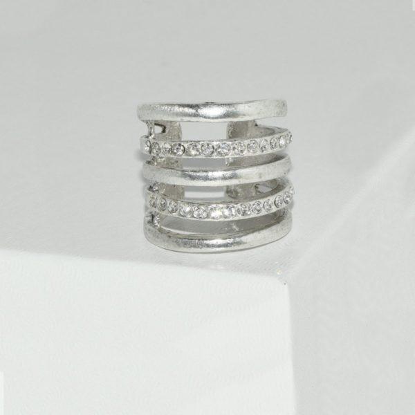 R59016.41 Bague argentée au 925 sterling avec rangée de cristaux clairs