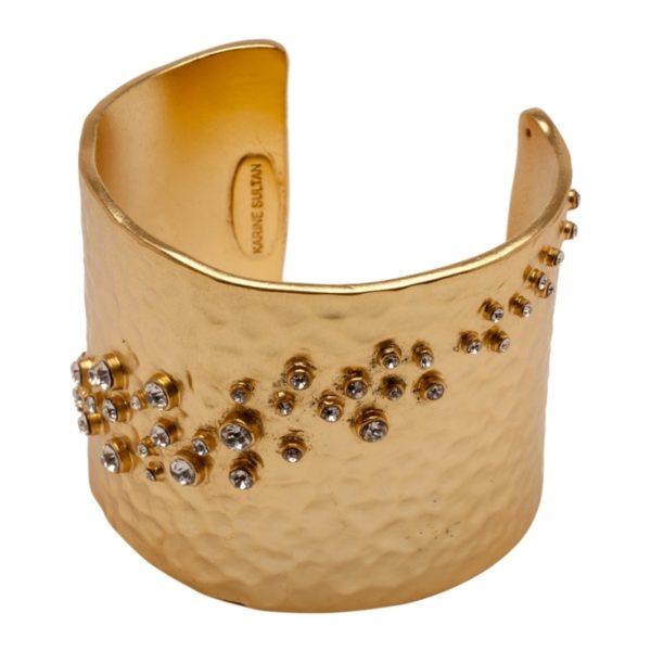 LOU - B50596.11 - Bracelet doré à l'or fin 24 carats mat martelé avec des cristaux clairs en diagonale