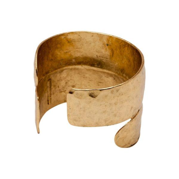 B58039.30 - Bracelet doré à l'or fin 24 carats avec une ouverture sur le poignet. Vu sur Latina Magazine