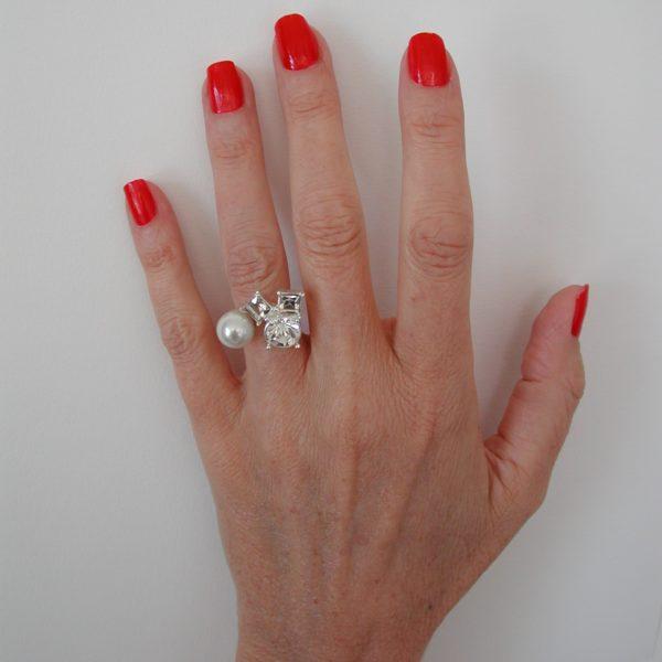 R62086.22 - Bague argentée au 925 sterling doté d'une perle blanche et des cristaux