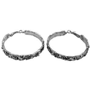 E50083.40 - Boucles d'oreilles argenté de texture ondulée.