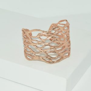 R80094.50 - Bague artistique dorée rose style manchette