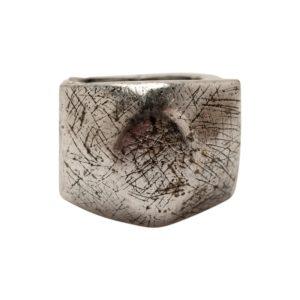 R50146.40 - Bague argentée au 925 sterling avec une texture brossé